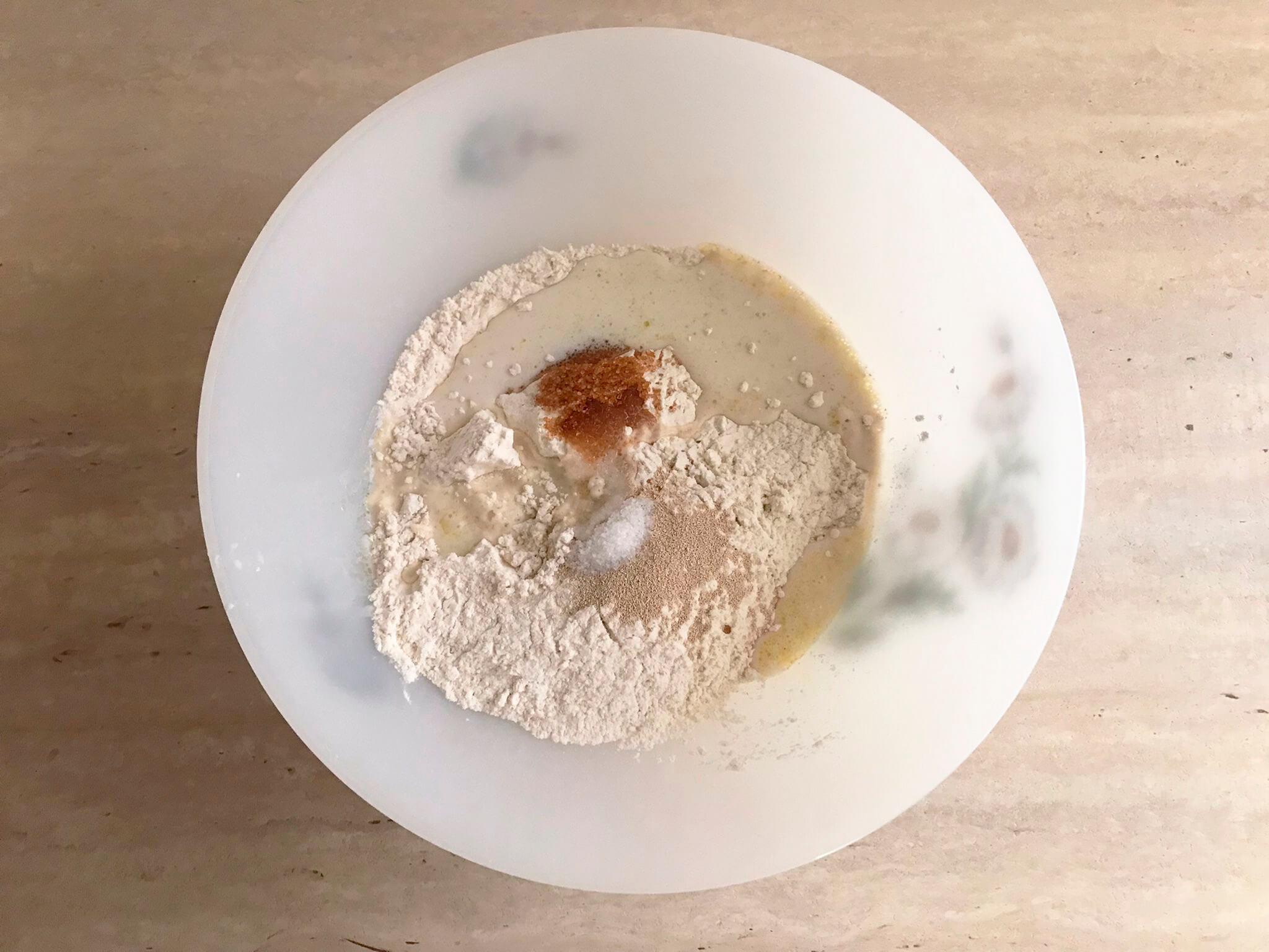 Mezcla los ingredientes en un cuenco