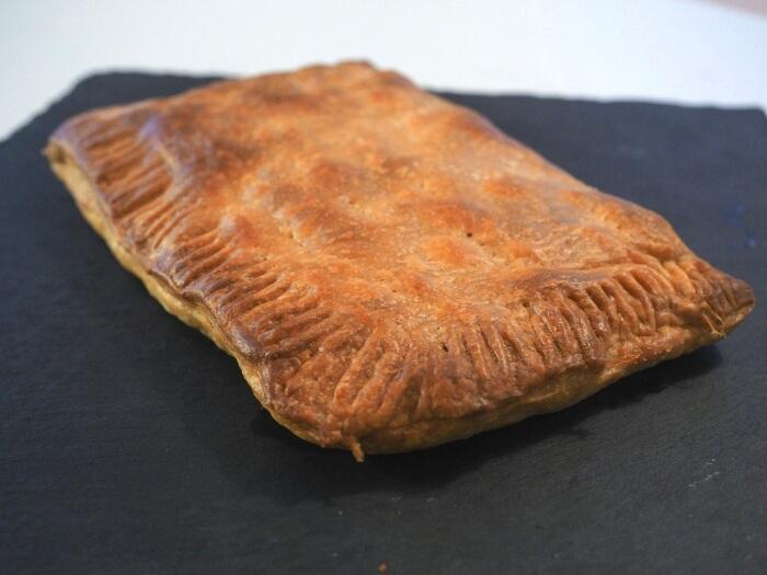 Empanada de queso y bacon con hojaldre receta casera