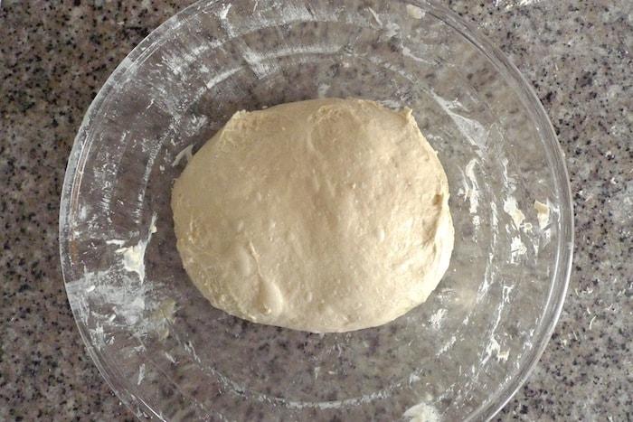 Masa de pan tras varios amasados y reposos