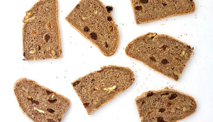 Pan integral con centeno, pasas y nueces