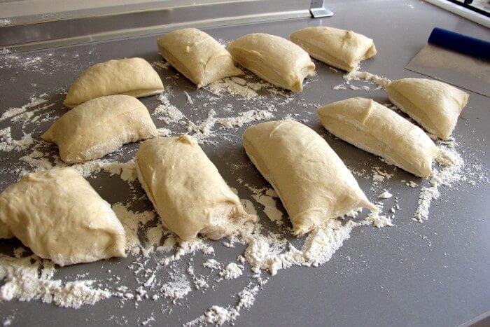 trozos de masa para pan tesines