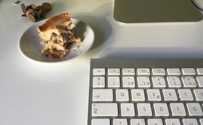 Inevitable no comerse uno mientras se escribe sobre él.