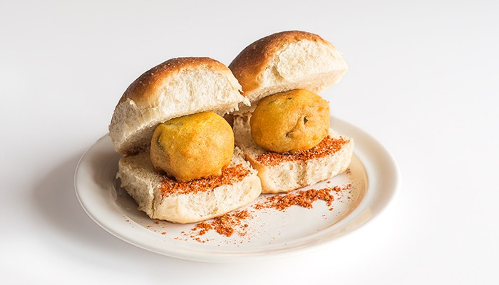 Vada pav, bocadillo de croqueta especiada de patata